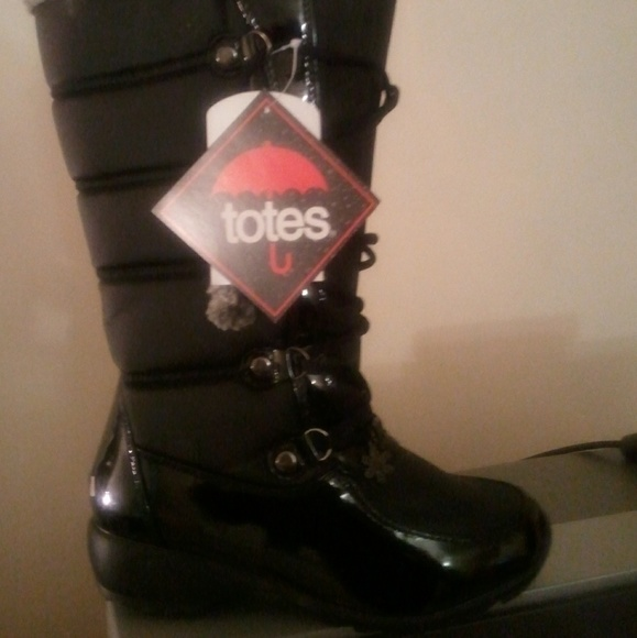 totes Shoes - NWT TOTES WINTER SNOWBOOTS